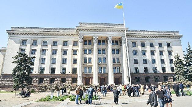 Одесситы восстановили мемориал 2 мая, разрушенный радикалами