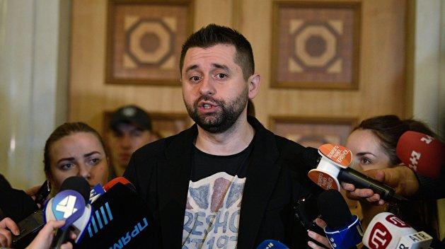 Азаров указал на невежество Арахамии в вопросе ядерного оружия