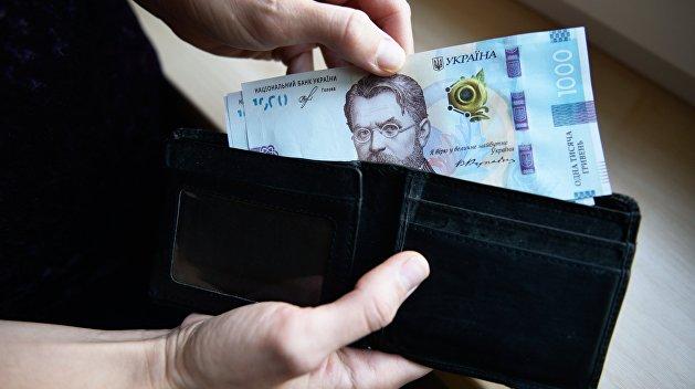Фальшивая выгода. Украинцы сами заплатят за повышение минимальной зарплаты