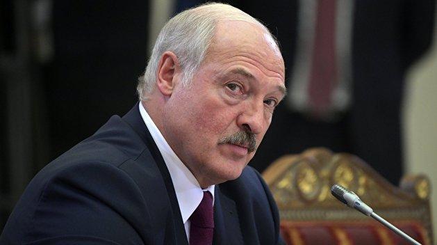 Лукашенко заявил, что готов защищать свой парламент