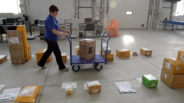 Скандальный законопроект о налогах на почтовые посылки отозвали из Минфина