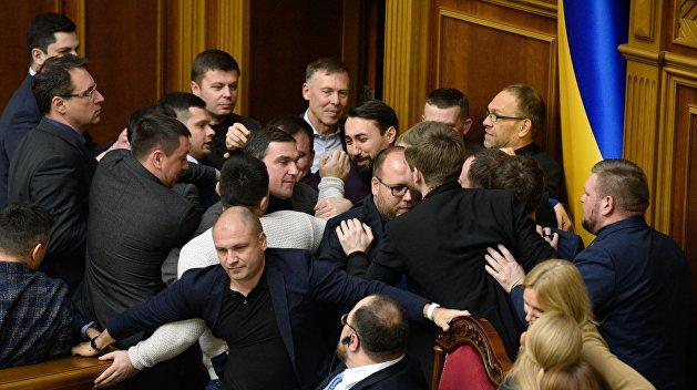«Страх перед Донбассом». Эксперт рассказала, к чему приведет сокращение депутатов Рады