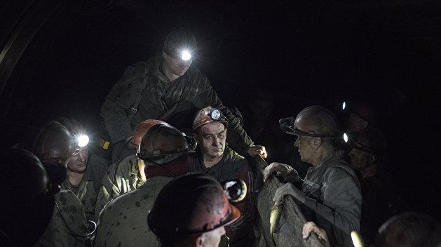 Почти сорок горняков в День шахтера на Украине бастуют под землей из-за долгов по зарплате