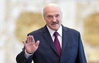 Почему Лукашенко подарил Болтону шоколадку, Трампу — кортик, а его жене — отрез ткани