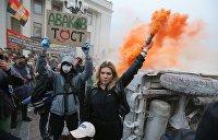Депутат Верховной Рады вместо работы зажгла дымовую шашку у стен парламента