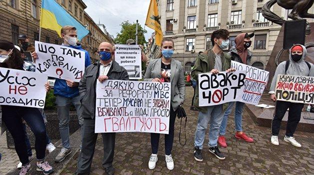 «Аваков возглавляет преступную группировку». Во Львове протестующие потребовали отставки главы МВД