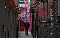 Без поцелуев: секс-работницы Амстердама будут принимать клиентов по новым правилам из-за COVID-19