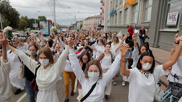 Протестующие захотели пройти до резиденции Лукашенко, но дорогу им заблокировали силовики