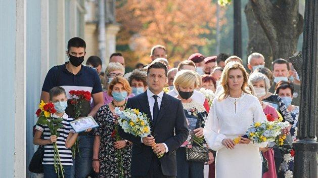 Зеленский с супругой почтили память погибших в Донбассе