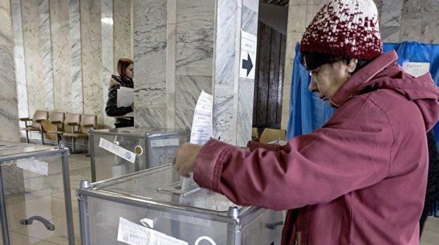 Выборы в Донбассе должны пройти по спецзакону — Резников