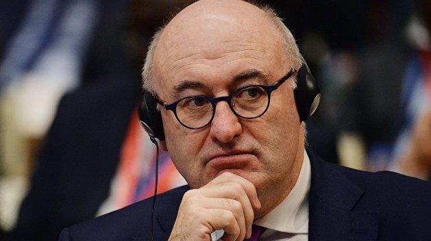 Нарушение правил самоизоляции стоило поста еврокомиссару по торговле