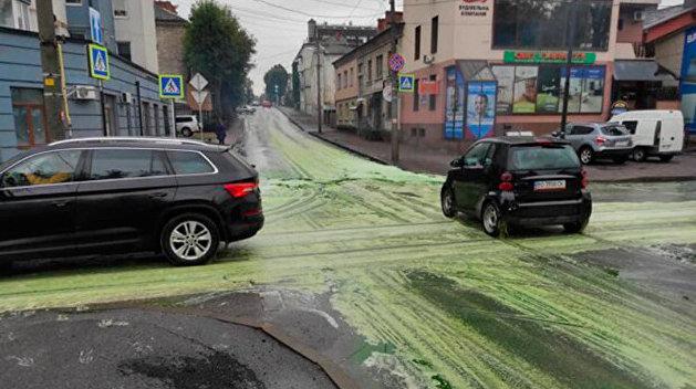«Агитация Зе-команды?» Жителей Тернополя напугали зелёные реки