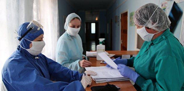«Стопочка выписок»: в Хмельницком врачи отправляют пациентов с COVID-19 домой