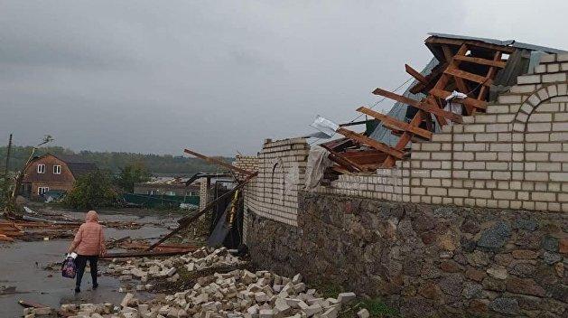 В Кропивницком ветер снес крыши и разрушил стены домов - фото