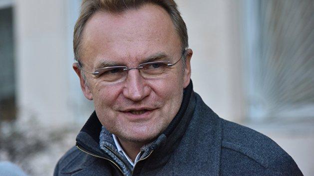 Коммунальщики не справляются: мэр Львова признал вину и взялся за лопату