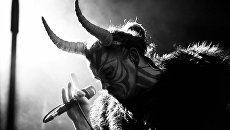 Украинский артист, выступающий в образе Сатаны, разделся и заявил, что готов к Крещению