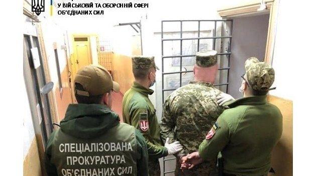 Военных, устроивших стрельбу в поезде, отправили под арест