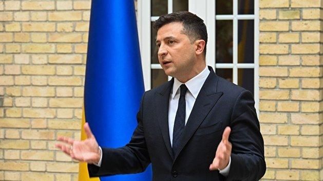 Зеленский попросил уйти в отставку трех министров, согласились двое