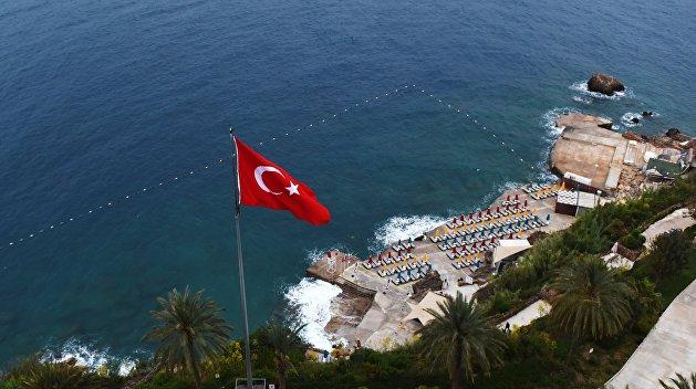 «Наши лохи помогали вести войну против России»: политолог резко высказался об отдыхающих в Турции