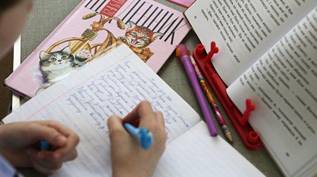 Украинские школьники уйдут на каникулы раньше из-за COVID-19