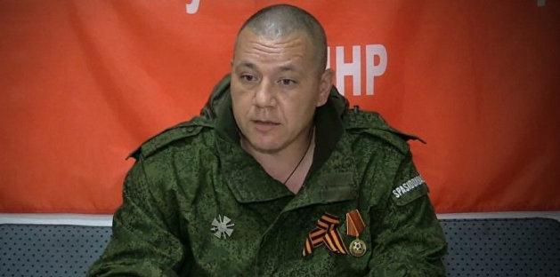 «Били по ребрам, чтоб не задержал воздух». Экс-министр обороны ДНР о пытках «азовцев»