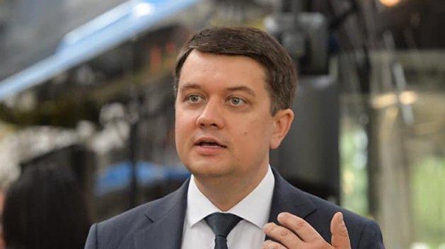 Разумков заявил, что за два года не брал никаких конвертов с деньгами в Раде