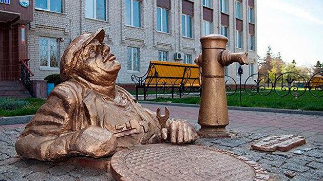 Женское белье, бабушка с семечками, галушки: удивительные памятники Украины