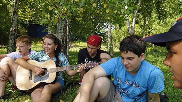 Минобрнауки Украины просит СБУ обратить внимание на отдых школьников в России