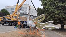 В Херсоне рухнул гигантский флагшток, установленный ко Дню независимости