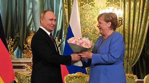 Путин поздравил Меркель и Штайнмайера с объединением Германии