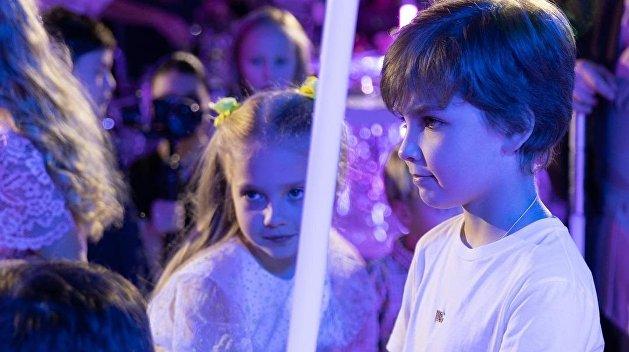 Нелепая прическа и траурный черный: Пугачева удивила образом на дне рождения детей