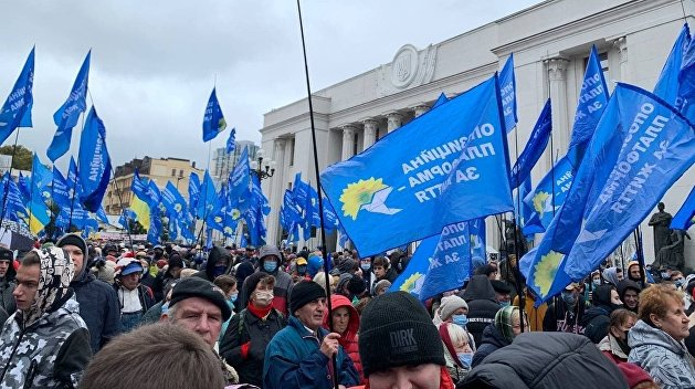 Партия Медведчука вышла на митинг возле Рады – СМИ