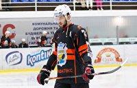 Доел банан: украинский хоккеист получил наказание за расистскую выходку