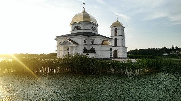 Затопленная церковь, «место силы» Репина и Гоголя, резиденция князя Игоря: уникальные места севера Украины