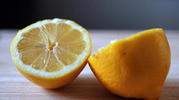 Украинцев предупредили об опасности самолечения лимонами