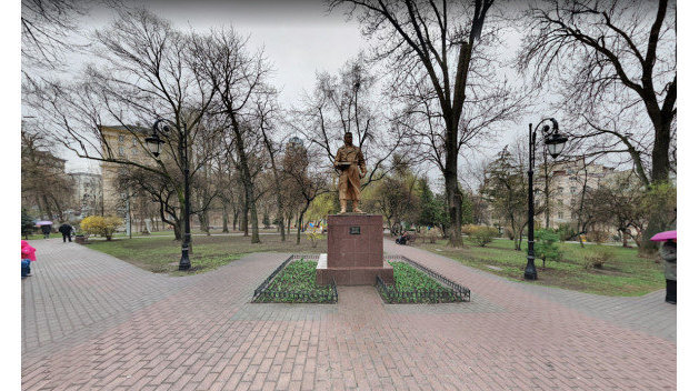 Поменяли летчика на артиста: в Киеве переименовали сквер имени Чкалова