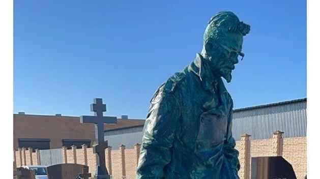 В Москве открыт памятник Эдуарду Лимонову