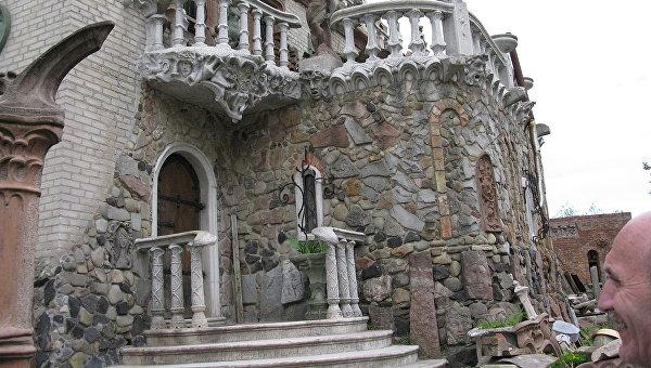«Пьяная» церковь, плоский дом и здание-кроссворд: самые необычные постройки Украины