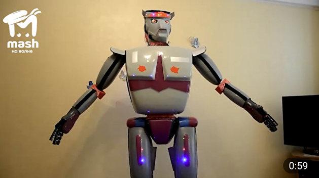 Пенсионер из Севастополя создал робота, рассказывающего анекдоты