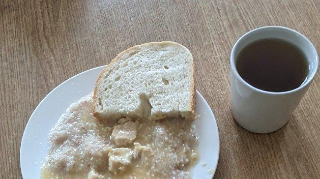 «Будто это уже раз съели»: украинцы возмутились обедом в школьной столовой