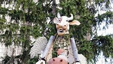 Истоптанные башмаки, бабушка—«покровительница студентов» и летающая корова: как выглядят забавные скульптуры Киева