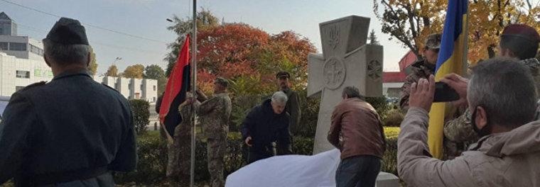 памятный крест Степану Бандере Киев