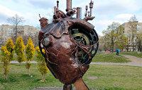 «Герои» Иловайского котла, кенгуру и колобки: необычные скульптуры Днепра